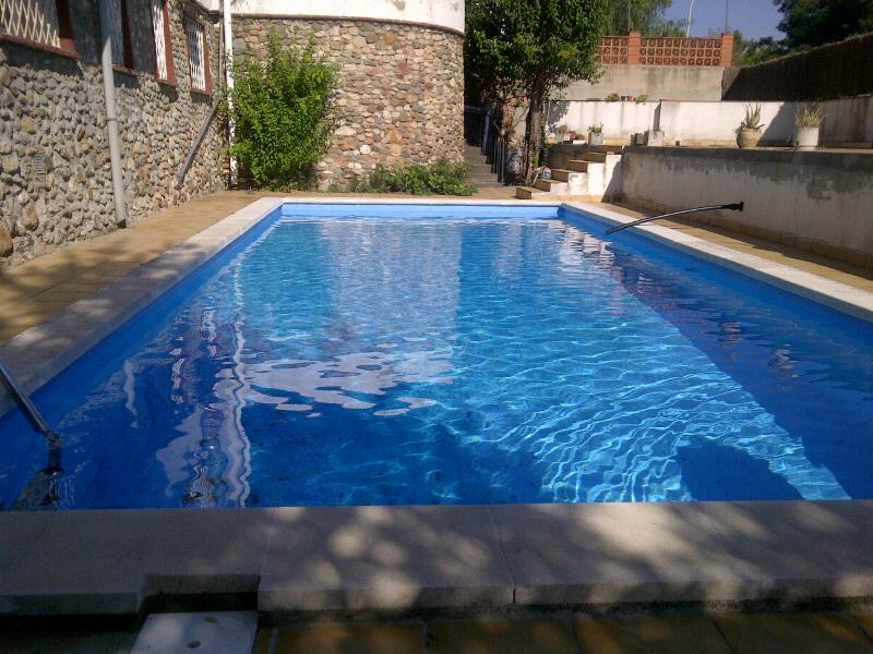 Reforma de piscina en barber del vall s barcelona for Piscina santa perpetua